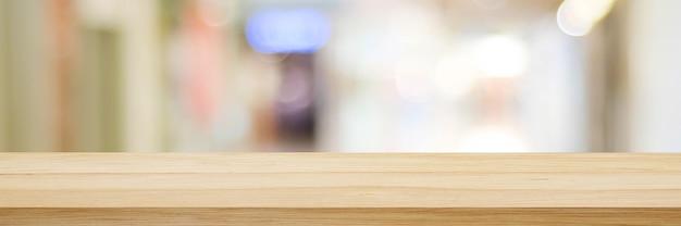Tavolo e sfondo sfocato bancone in legno su sfondo chiaro bokeh sfocato