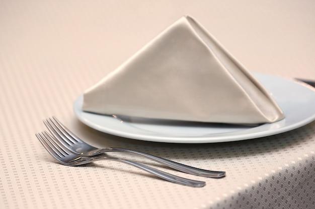 La tavola apparecchiata al ristorante