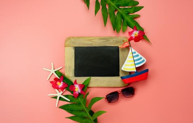 Piano accessorio di vista da tavolo per viaggiare in spiaggia durante le vacanze estive