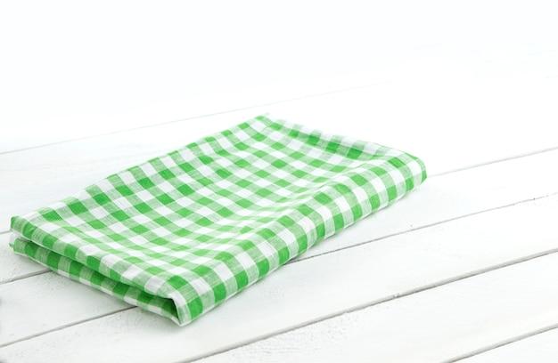 Tavolo con tovaglia verde