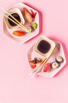 Tavolo con cucina tradizionale giapponese