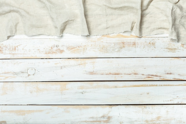 Tessuto della tovaglia su fondo di legno
