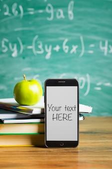 Tablet pc, pila di notebook e matite. accessori per scolari e studenti. torna al concetto di scuola.
