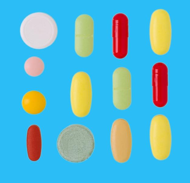 Compresse e pillole. mucchio di compresse mediche colorate, capsule e pillole.