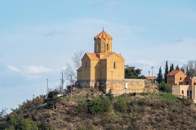 Monastero della trasfigurazione di tabor a tbilisi, vista dalla collina di narikhala