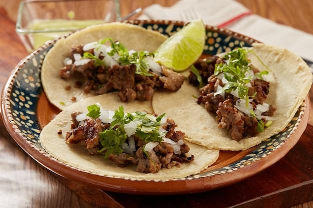 Tacos de controfiletto con cebolla e coriandolo comida mexicana