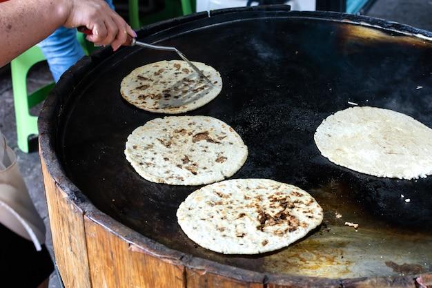Tacos tipico cibo di strada messicano gustosi tacos messicani