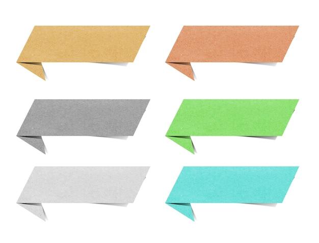 Tag stick di carta riciclata su sfondo bianco