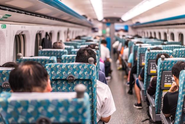 Taipei-taiwan, 19 giugno 2018: piattaforma di taiwan high speed rail taipei station 19 giugno 2018 a taipei, la ferrovia ad alta velocità di taiwan è diventata il trasporto più importante