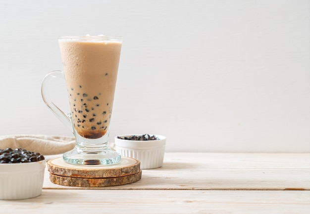 Tè al latte di taiwan con bollicine - popolare bevanda asiatica