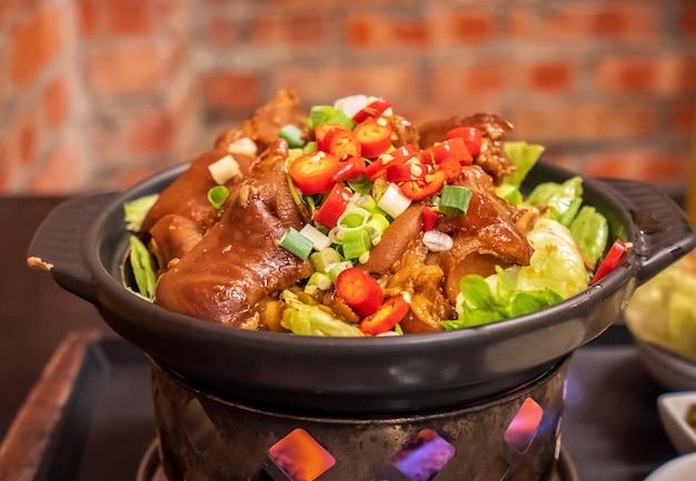 Taiwan tradizionali deliziosi pettitoes brasati stinco di maiale in kaohsiung