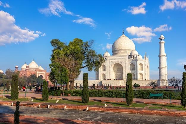 Taj mahal, famoso punto di riferimento dell'india, agra.