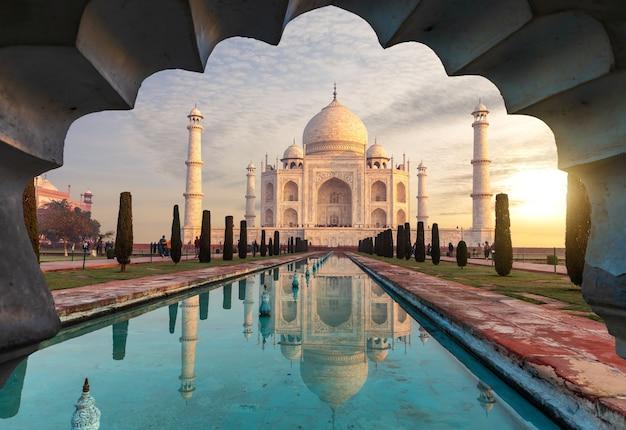 Taj mahal, misterioso mausoleo dell'india, agra.