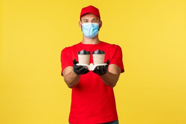 Consegna da asporto cibo e bevande quarantena covid e prevenzione del concetto di virus qui il tuo ordine frie...