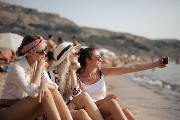 Fare un selfie sulla spiaggia
