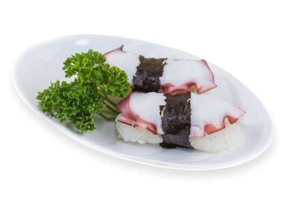 Tako sushi, sushi nigiri, tako, octopus su uno sfondo bianco