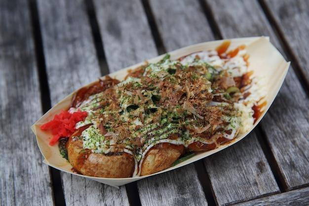 Takoyaki su fondo in legno
