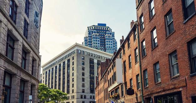 Edifici alti della città di boston in città