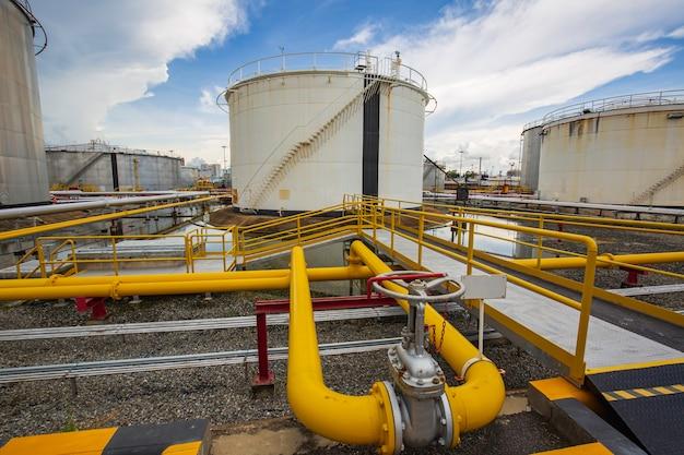Attrezzatura dell'impianto di serbatoi per olio e gas di ingresso di tubazioni.