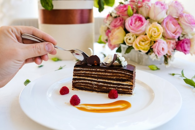 Degustazione di torta al cioccolato dessert ricetta concetto. ristorante cibo pronto.