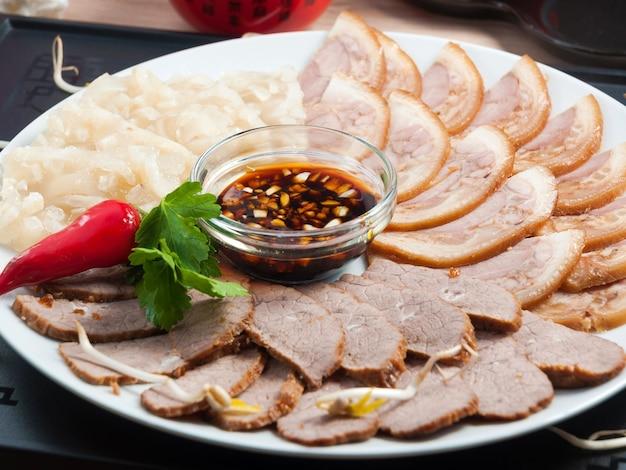 Gustosa carne di maiale speziata assortita zhu e gelatina cinese