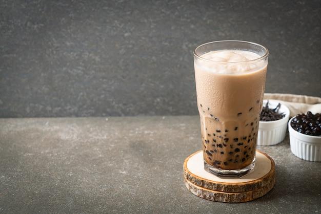 Gustoso tè al latte a bolle o tè boba