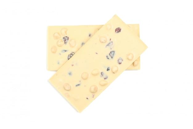 Barrette di cioccolato saporite isolate su bianco