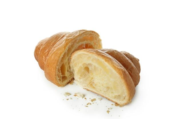 Gustose metà croissant isolate su bianco