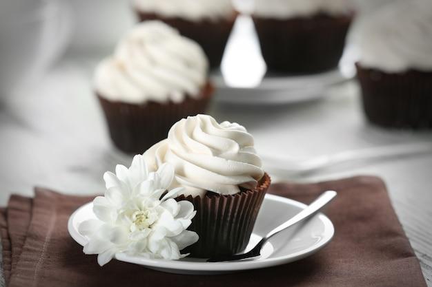 Gustoso cupcake sul tavolo servito