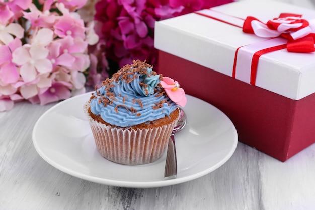 Gustoso cupcake con crema al burro
