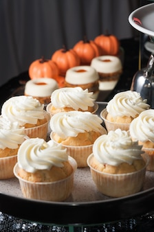 Gustosi cupcakes con crema proteica e altri dolci fatti a mano
