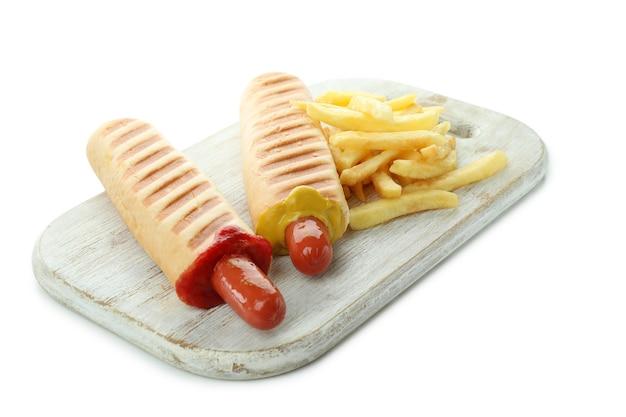 Gustosi hot dog francesi isolati su sfondo bianco