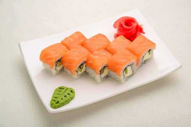 Cibo gustoso e sano. set di sushi, cibo giapponese