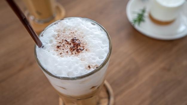 Gustoso cappuccino ghiacciato caffè