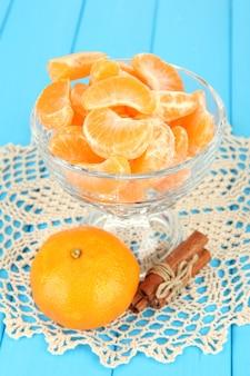 Gustose fette di mandarino in ciotola di vetro