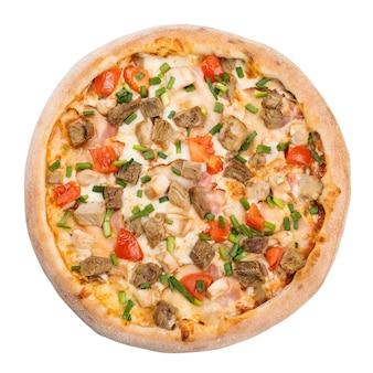 Gustosa pizza margherita cibo italiano, isolato su bianco. pizza italiana, vista dall'alto.