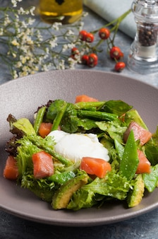Gustosa insalata con fagiolini al salmone avocado