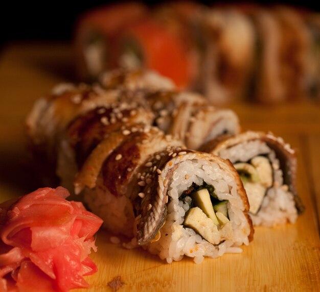 Sushi gustoso nel ristorante giapponese