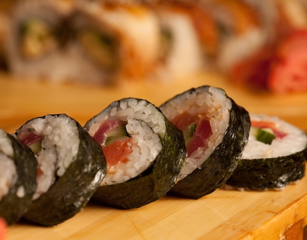 Sushi gustoso nel ristorante giapponese?