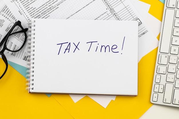 Ora fiscale notifica della necessità di presentare dichiarazioni dei redditi, modulo fiscale