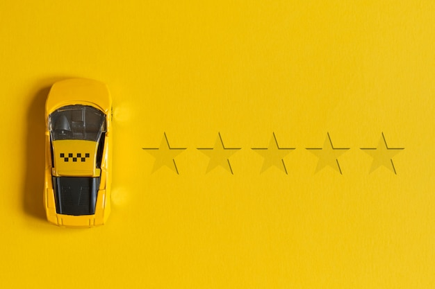 Concetto di valutazione del taxi di 5 stelle