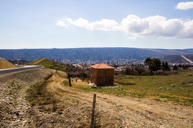 Vista della città di tbilisi e paesaggio urbano, capitale della georgia, vecchia famosa architettura ed edificio