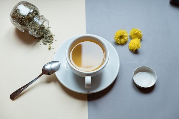 Tazza da tè e bicchiere