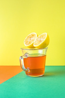 Tè al limone e zenzero bevanda calda bevanda sul pasto sano tavolo