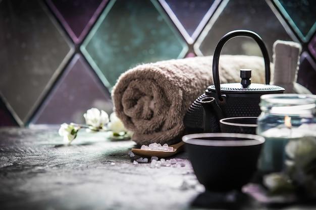 Composizione di tè e spa