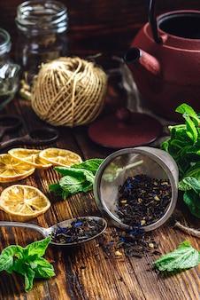 Tè in colino per teiera