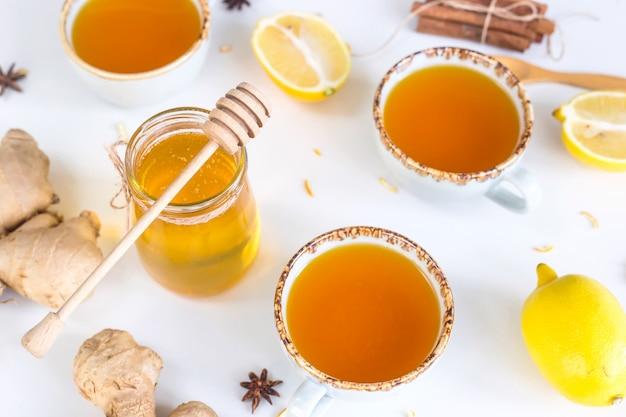 Tè con curcuma tra prodotti per migliorare l'immunità e curare il raffreddore