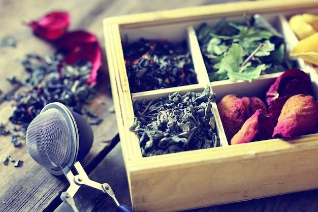 Tè in legno rosa verde