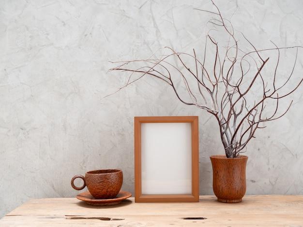Cornice in legno di teak mock up