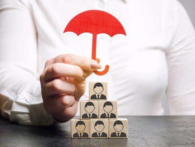 Concetto di assicurazione del team. assistenza ai dipendenti.